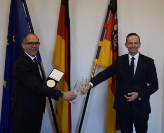 Wissing verleiht Wirtschaftsmedaille an Matthias Kuhl